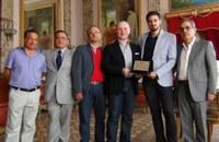 """Il """"Frollo"""" del Notre Dame de Paris premiato dal Presidente della Provincia Giuseppe Raffa"""