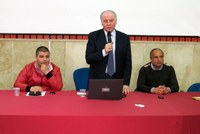 """Il presidente Raffa e gli studenti del """"Severi"""" di Gioia Tauro: esempio di comunicazione chiara e obiettiva."""