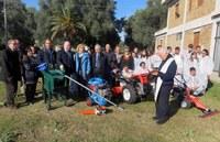 Un trattore ed altre macchine agricole  fornite dalla Provincia all'Istituto Professionale per l'Agricoltura di Rosarno